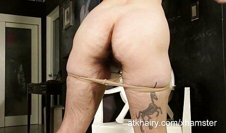 Adorable porn plage voyeur ado ayant un temps coquin sur cam