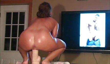 Poilu femme au foyer gode jouer à la film porno particulier maison