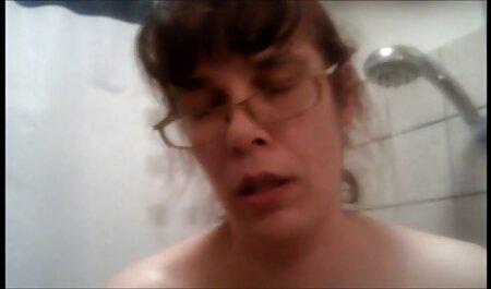 La belle-mère de sexe a la plage nudiste la salope anale Raven Hart baise deux bbc