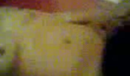 VirtualTaboo.com La soeur sexy Tina video voyeur amateur sexe suce et baise deux grosses bites